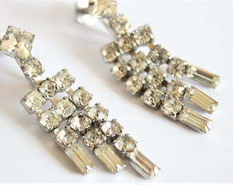 Vintage diamante earrings. Crystal drop earrings.  Screwback earrings.  Baguette crystals.  Rhinestone earrings