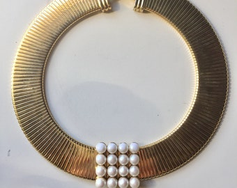 Cleopatra in Pearls - Eleganzaaaa - Gold and faux pearl accordian chain necklace
