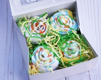 Gender neutral shower gift idea / Baby cupcake clothing / Baby bodysuits and baby washcloths