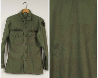 Vietnam era vintage Army Shirt altered distressed Peace 70s olive green military button down collar long sleeve shirt 15.5 33