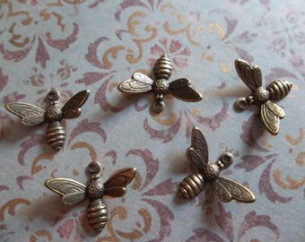 Antiqued Brass Bee Charms or Pendants with Wings Bent in Flight - 17 X 11mm - Qty 5