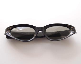 Cat Eye Sunglasses 1950s-60s Cool Ray Polaroid 145 black elongated squiggle dot frames