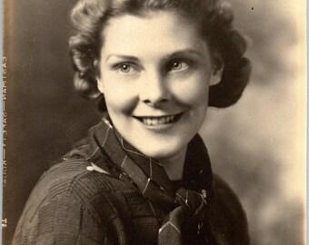 Vintage Photo - Pretty Lady - Vernacular, Found Photos, Ephemera (A)
