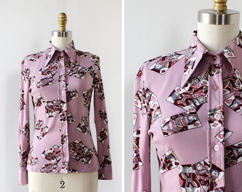Novelty Print Top XS/S • 70s Blouse • Playing Card Shirt • Vintage Button Up • Polyester Shirt • Button Down Shirt  | T408