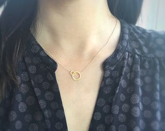 Gold Circles Necklace, Eternity Links Interlocking Connected Double Circle Rings, Mother and Child Jewelry, Simple Minimalist, Gift for Her