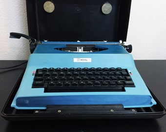 Vintage Royal Apollo 12 GT Electric Typewriter in Case Two Tone Blue