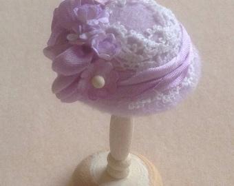 Handmade 1/12th scale dollshouse moulded felt hat