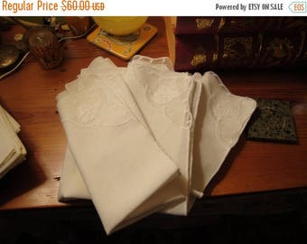 Impeccable - 10 Mid Century White Fine LINEN/ORGANDY Vintage Napkins W/Embroidered Organdy Corners - Stunners