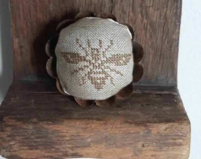 Primitive cross stitch Bee round mini fluted edge tin tart pinkeep folk art handmade