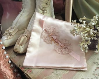 Vintage Shabby Chic Pink Satin & Lace Ribbon Hanky Delicates Linen Holder Q108