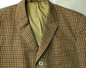 1960s Check Sack Jacket. Summer Weight Sport Coat. Narrow Lapels. Two Button Cuffs. 40 42