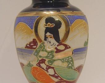 Vintage Hotta Yu Shoten HAND PAINTED Japan Vase ~ H in Red Flower Mark ~ Smaller Size Moriage Designs