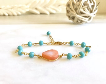 Peach Druzy Bracelet with Turquoise Stones in Gold. Beaded Bracelet.  Gemstone Bracelet.  Beaded Bracelet. Gift.