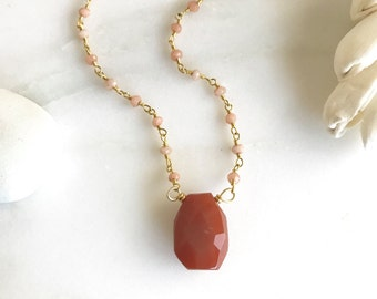 Red Agate Stone and Gemstone Beaded Chain Layering Necklace in Gold. Jewelry Gift. Beaded Necklace.