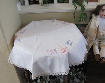 """Vintage Handmade Embroidered Linen Cotton Tablecloth - 36"""" Round (#122)"""