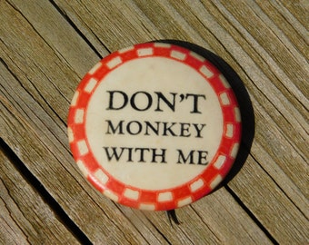 "Vintage 1940's Red and White Checkered Board Pin Pinback Button that Reads""Don't Monkey With Me"" DR40"