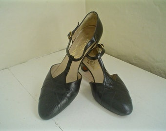 Vintage Ferragamo Shoes Black Leather T-Strap Heels with Textured Toes 1970s Size 6 to 7