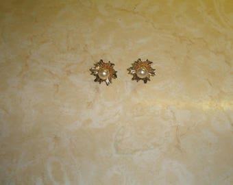 vintage screw back earrings goldtone starbust faux pearl