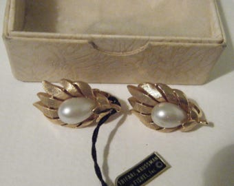 Vintage Trifari Gold Tone Pearl Clip Earrings in Original Box with tags