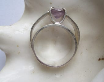 Handmade Silverring ./. Amethyst Silver Ring ./. Bague Pierre ./. February Birthstone Ring ./. Jewelry made in Sweden ./. Unique Ring