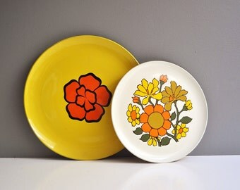 Pair of Vintage Floral Serving Trays or Platters