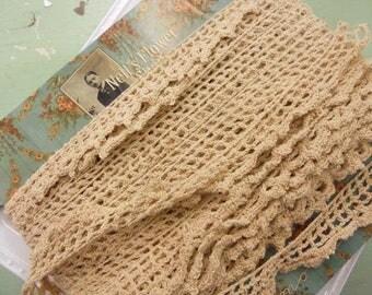 Nell's Flower Shop, crochet scallop trim in buff, moda fabrics