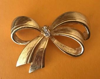 Elegant Avon Rhinestone and Textured Gold Ribbon Brooch