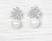 SILVER Pearl stud earrings. Bridal Earrings. Crystal Bridal Jewelry. Crystal stud Earrings. Wedding pearls Earrings. Bride pearl