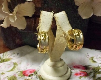 Vintage Lion Gold-Toned Clip On Earrings