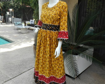 Vintage 1960's Yellow Floral Print Peasant Dress - Size 10
