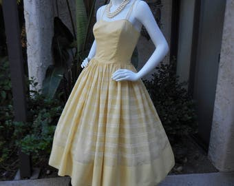 Vintage 1960's Taffy's of California Pale Yellow Sundress - Size 10