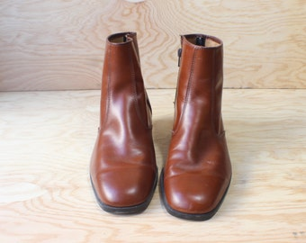 9 1/2 Women's Brown Leather Ankle BOOT / 8 Men's Mod Boots / Vintage Shoes