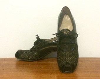 Vintage 40s Shoes / Black Patent Leather Peep Toe Mesh Pumps / 1940s Lace Up Open Toe Heels / 6 1/2