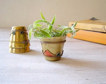 Small Brass Succulent Planters, Vintage Miniature Tumblers, Indoor Gardening Jungalow Style, 2017 Home Decor Trends, Brass Decorating Ideas