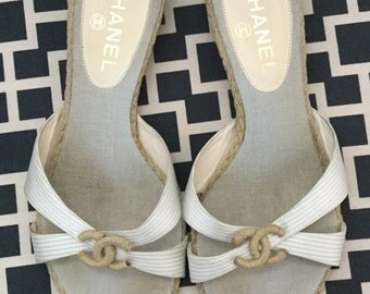CHANEL slip on sandals cc logo size 38 1/2  7 1/2- 8 made italy light blue gray stripes