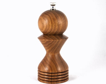 Pepper Mill, 6 Inch Walnut pepper mill, 6 Inch Walnut peppermill, pepper grinder, Wedding Gift, Housewarming Gift, Christmas Gift