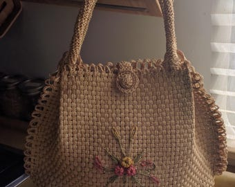 50s ULTRA FEMININE STRAW Bag with Floral and Scallop Edge Accent