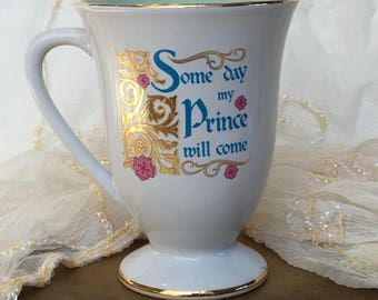"""Disney Store Snow White """"Some day my Prince will come"""" Collectible Cup"""