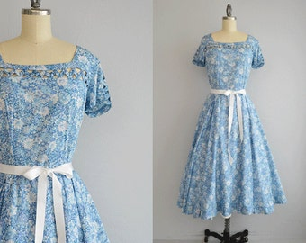 Vintage 1950s Dress / 50s Floral Print Circle Skirt Day Dress / Milton Saunders Liberty of London Floral Cotton Dress with Lattice Detail