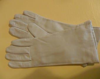 Vintage cream color leather kid gloves size 7 with 100% cashmere lining