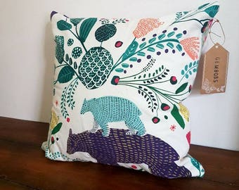 Decorative pillow home decor cushion with zip closing and beautiful fabric