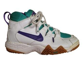 RAD Vintage / Retro Nike Air women's sneakers - size 6 - 1980s  - White Teal & Purple