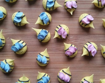 Royal icing baby shower bees-- MADE  TO ORDER -- Edible handmade cupcake toppers cake decorations (12 pieces)