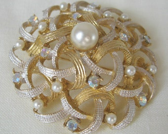 Vintage Circular Gold Toned with Faux Pearls and Rhinestones Brooch, 1980's, rosesandbutterflies, Hollywood Regency, High Fashion