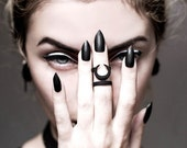 FESTIVE SALE -- Occult midi ring in black - A midi ring with the Sun and Moon hiding from each other.