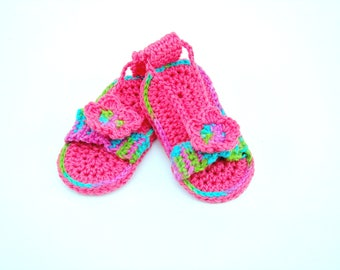Hand crocheted flip flops--baby sandals--summer shoes--baby booties with flower button