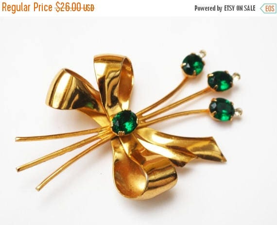 Flower Brooch  - Signed Coro - Floral   Bouquet - green glass Rhinestone - gold plated - Mid Century pin