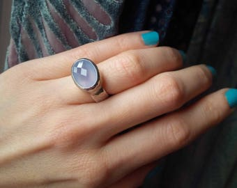 Chalcedony Vintage 90s Sundance Ring - Sterling Silver - Bezel Set - Hand Hammered - Thick - Chunky - Size 5.5 - 1990s Witchy Vibe - Boho