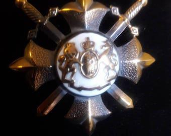 Vintage British Royal Coat of Arms brooch