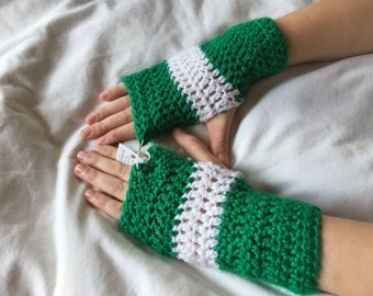 HC Kelly Green and White Wrist Warmers 7x3